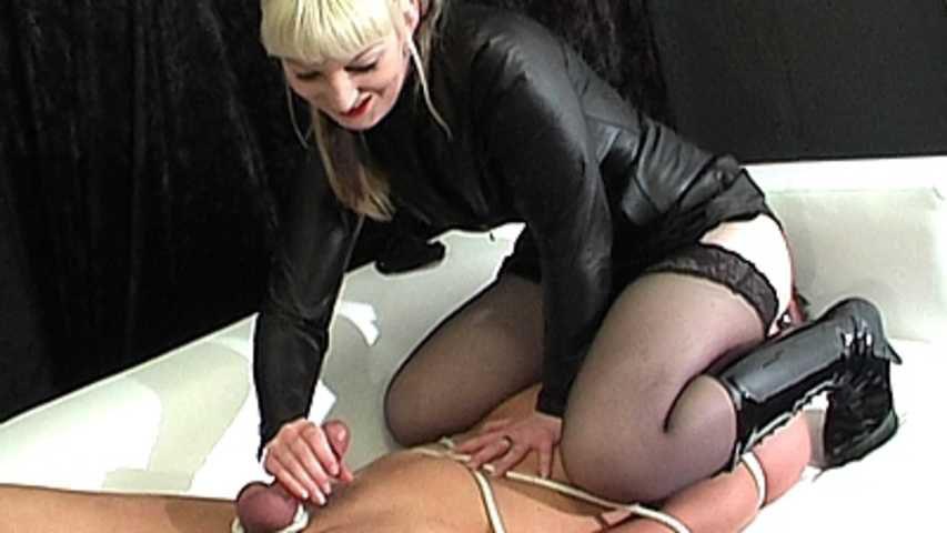 Mistress Mina - Du musst dein Sperma fressen