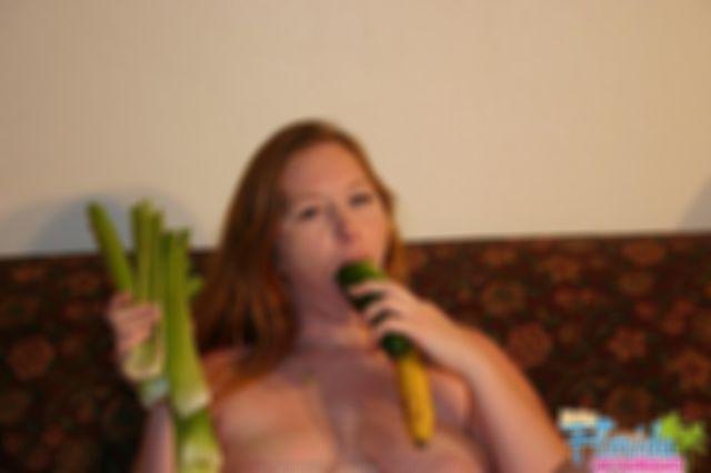 BBW Jodi Fucks Her Vegetables