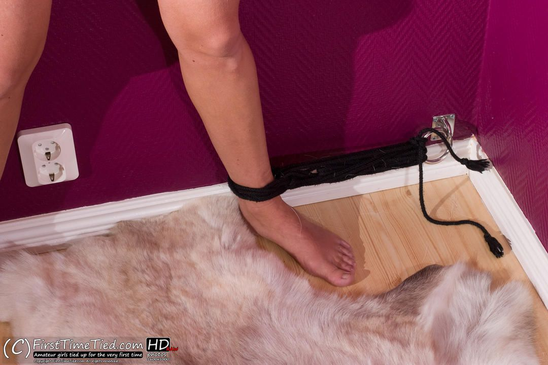Katarina tied up totaly naked against the wall l - 1