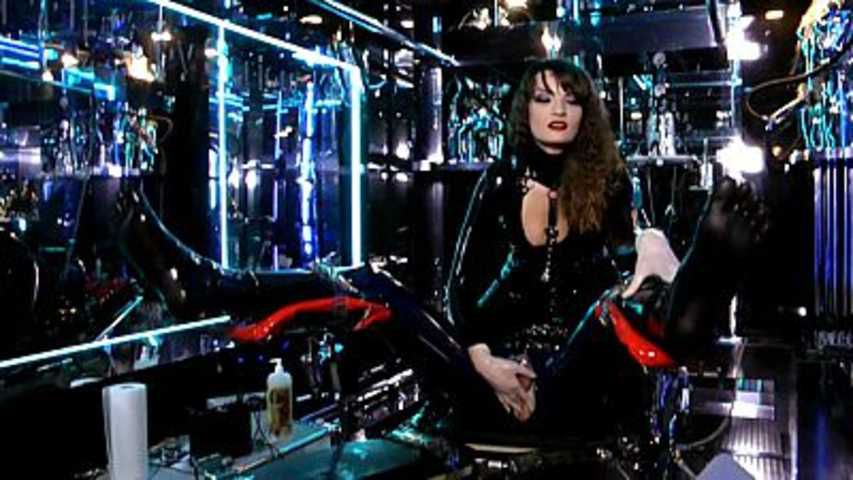 Lady Lilith - Holly, mein RubberToy Part1