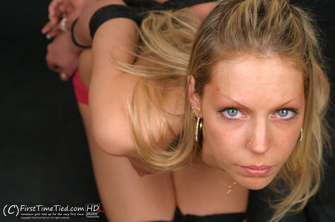 Tess tightly ellbow tied topless - 1