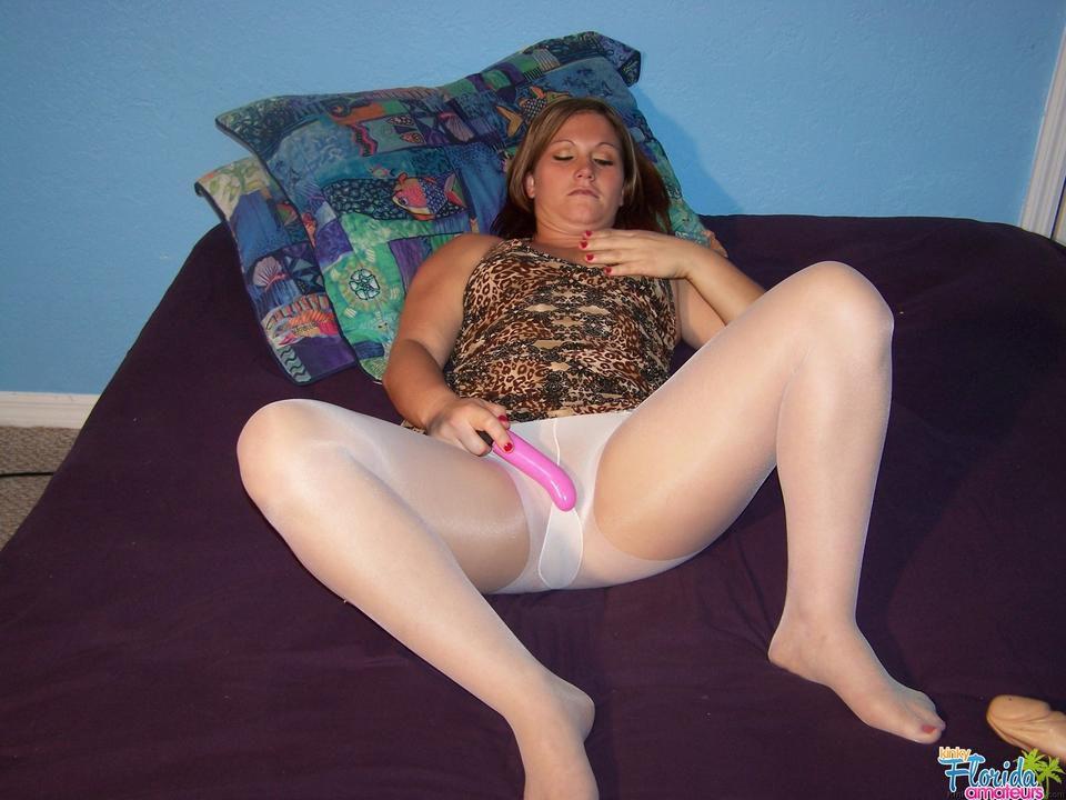 Amateur Milf Toni Fay In White Pantyhose