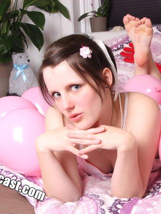 Sweet Teen Jennin first Nude & Balloon Shooting