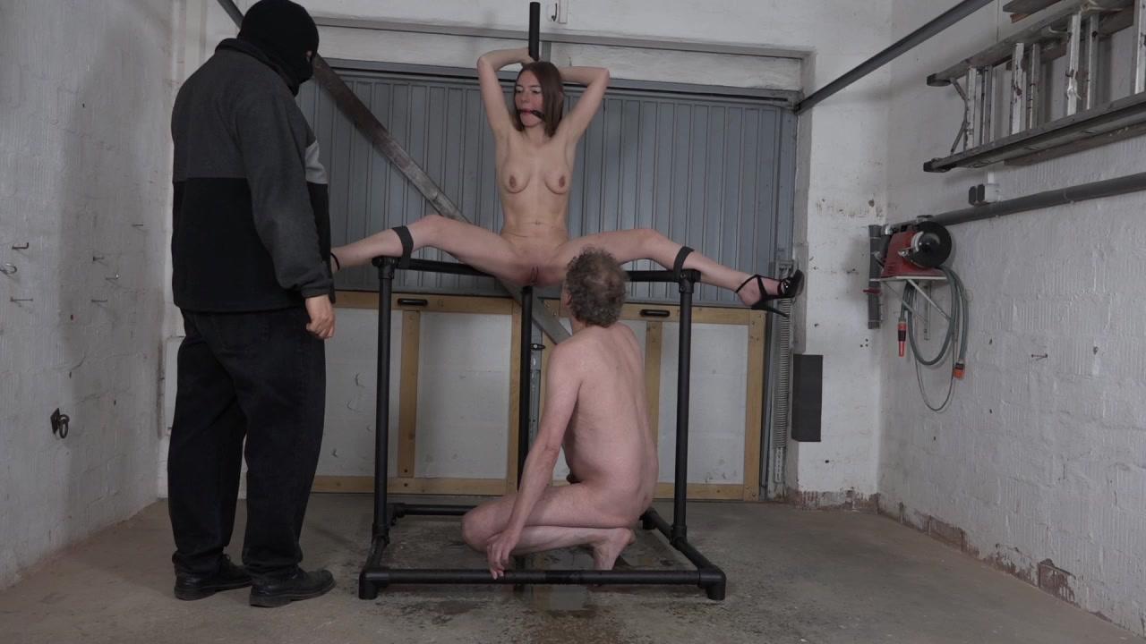 Karina - piss den Sklaven in den Mund