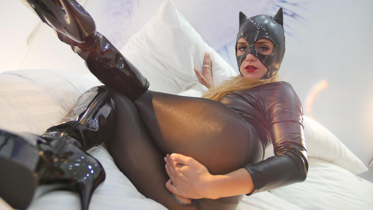 Pictures of Sofi Goldfinger with catwoman costume