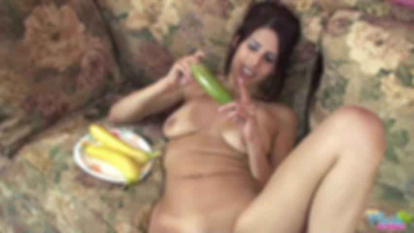 Kinky Florida Milf Laura And Her Bananas - MP4 Video