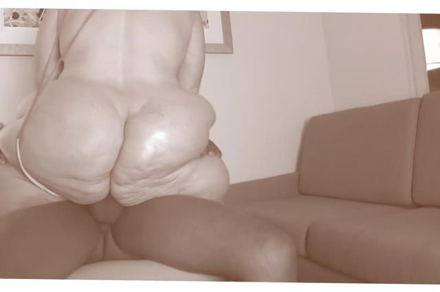 MASSIVE ASS PRYING - AMBERCONNERS