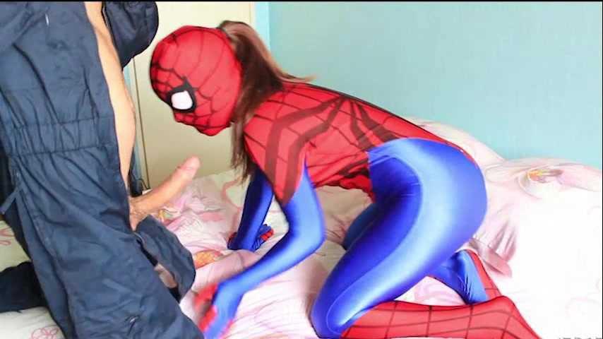 46 Superheroine Spidergirl Zentai Fick und blasen