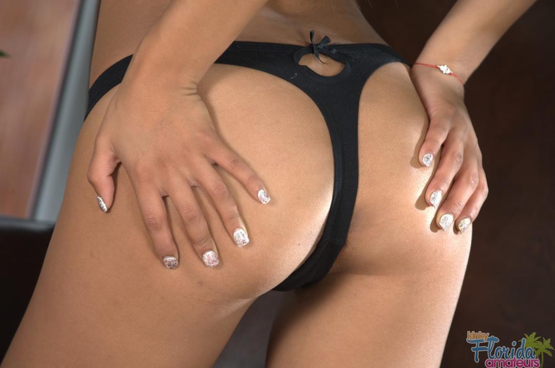 Amateur Latina Teen Sarai Getting Kinky - 327 HD Images