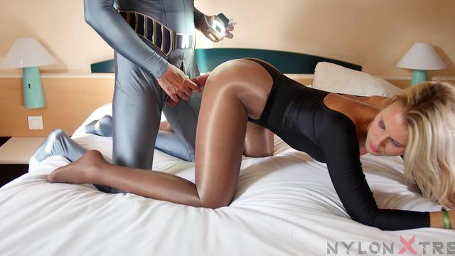 156 Naomie Loup - shinny pantyhose leotard lycra