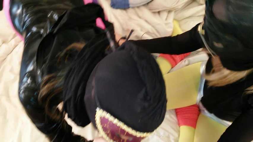 54 Flotter Dreier rosa Nylon und gelbe Strumpfhose