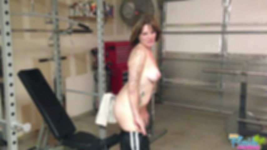 Amateur Redhead Milf Misty Working Out In Gym - Video