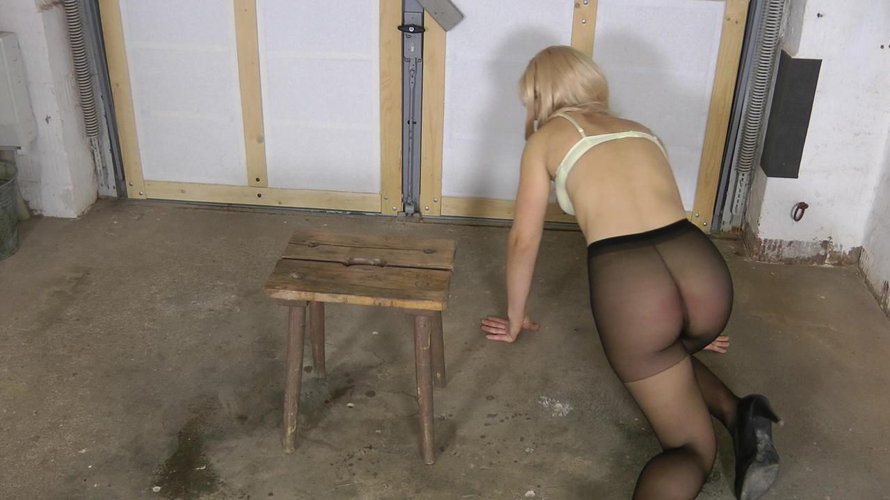 Sophie - blow in black pantyhose
