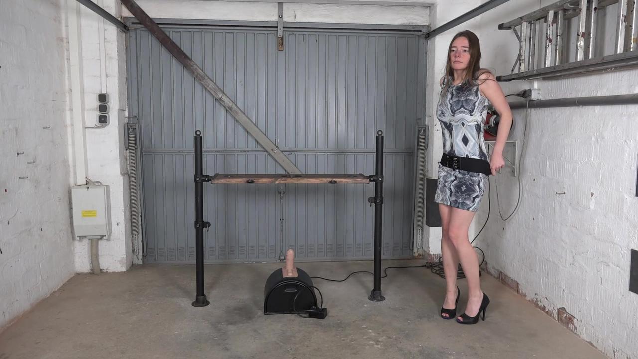 Karina - Fotzenlappen unter Strom
