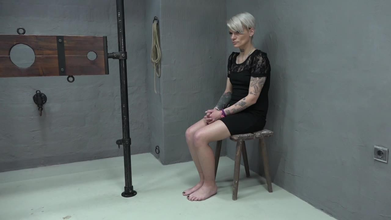 LolaDevil fucked in the pillory
