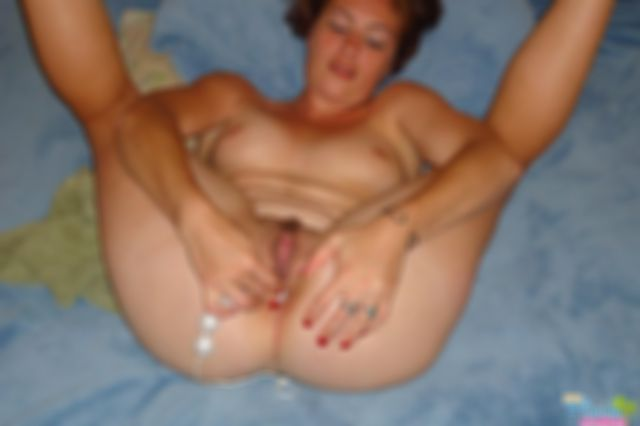 Irish Milf Molly Plays With Anal Toys