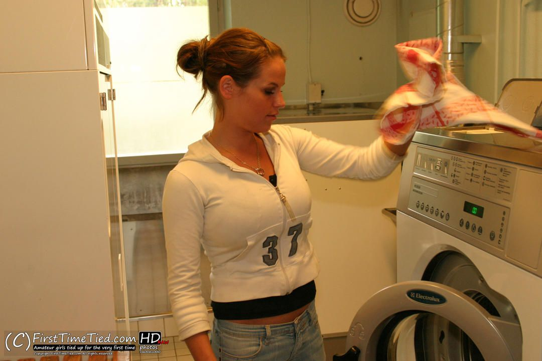 Elin captured in the laundryroom - 1