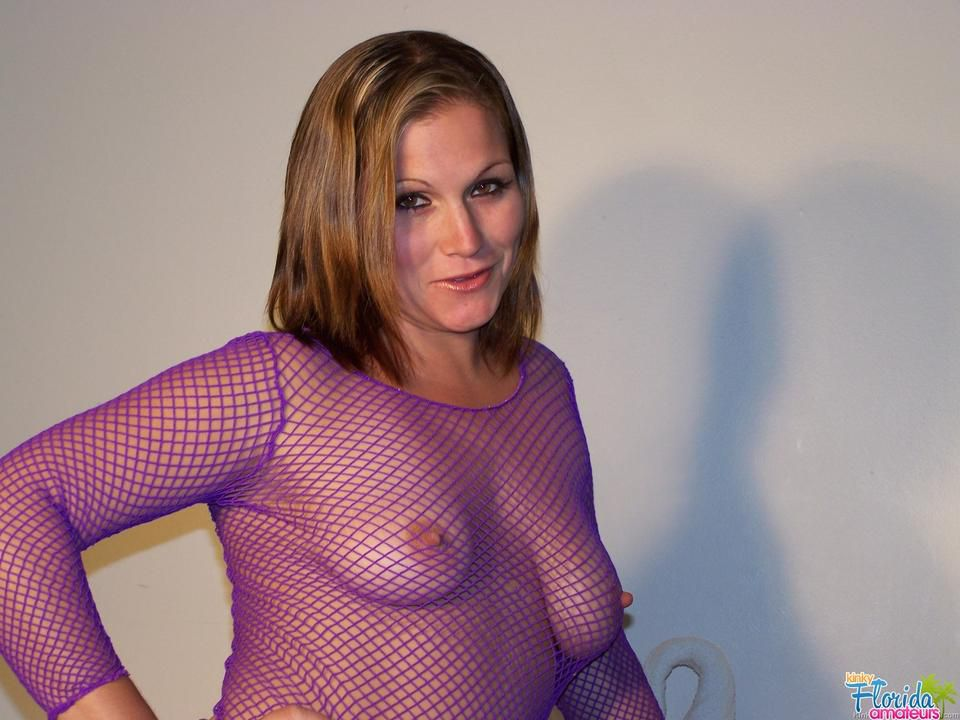 Amateur Milf Faye In A Fishnet Top