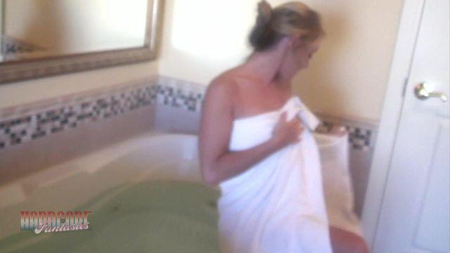 Play In The Bath Tub
