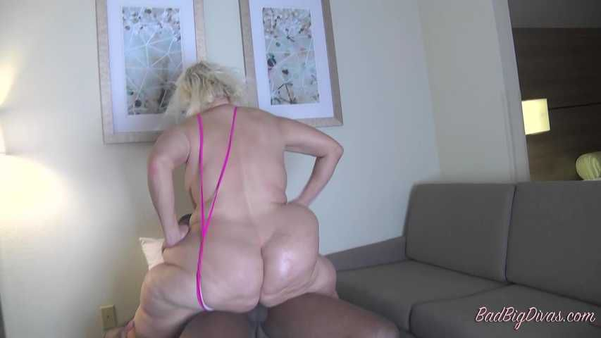 MASSIVE ASS PRYING - AMBERCONNERS Clip 3