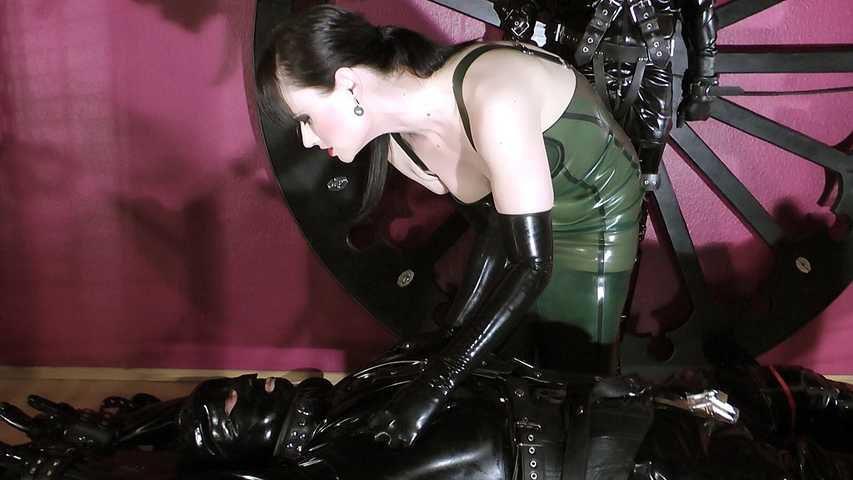 Cheyenne de Muriel - Synchron Bestrafung
