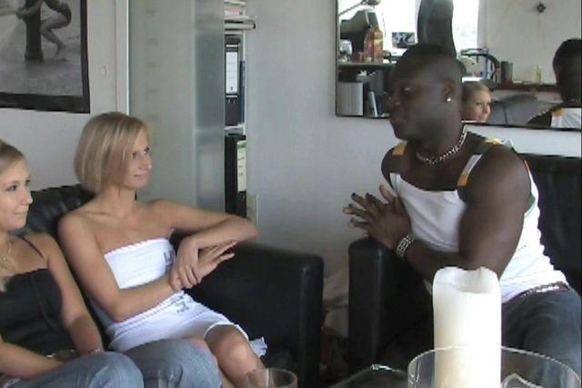 Nadine & Sherly Casting - Erste Lesbo Erfahrung