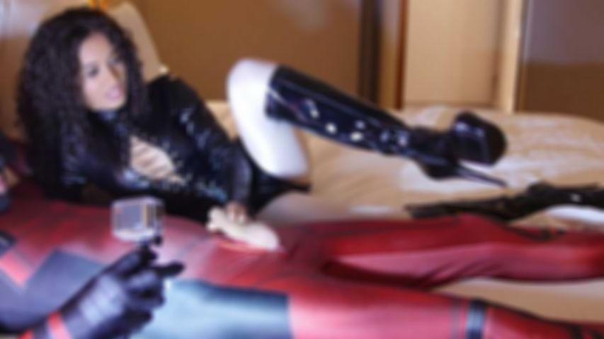 124 Shainez Fetisch Nylon Encasement-Lektion