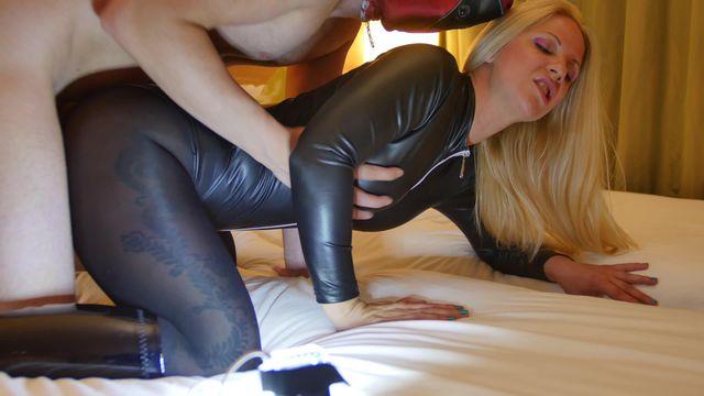 134 Caroline de Jaie Leotard & Black Pantyhose