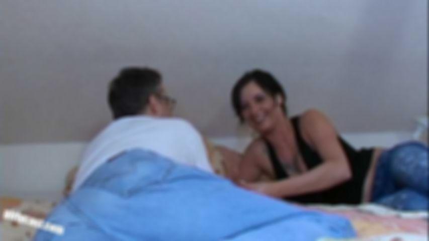 """Amy erstes Video """"Du kannst mit mir alles machen"""""""