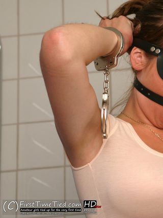 Elin in a self bondage game