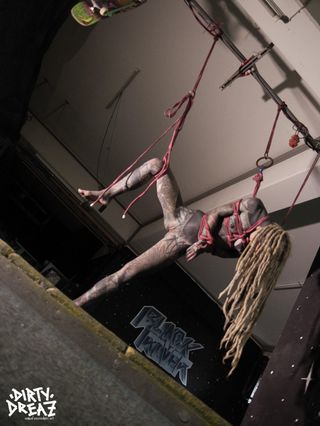 Skatepool shibari session