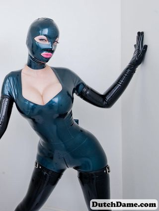 Latex Kiss