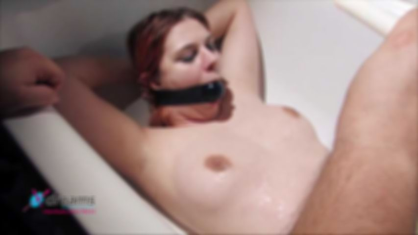 Natalie's Bathtub Sex-Games