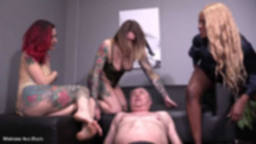 3 Dommes ride slave face - Part Three