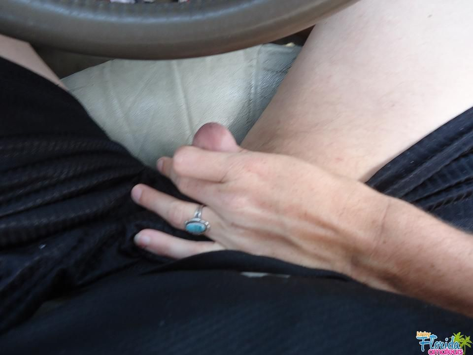 Kinky Amateur Irish Milf Molly Playing In The Car
