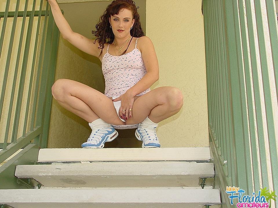 Kinky Milf Jessica Flashing Outside