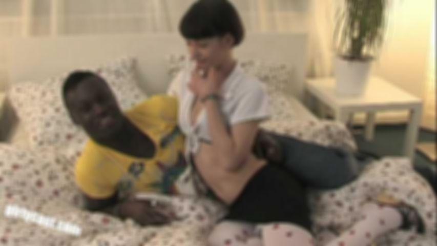 Pia Sofie first BBC - Richtig hart gefickt & ihr Cuckold muss zusehen