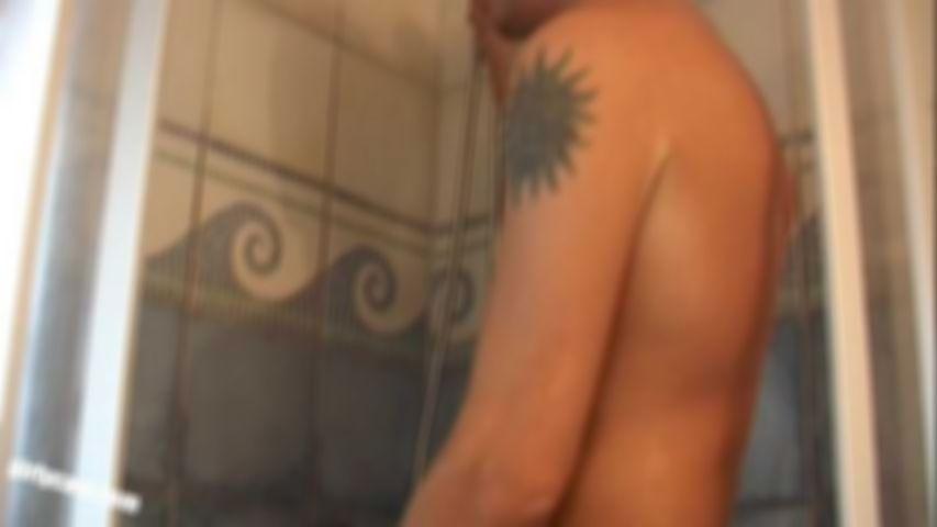 Jojo beim Sex unter der Dusche erwischt