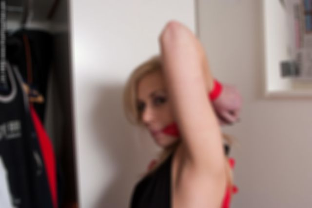 DONNA RED ROPE TIED 1