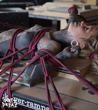 fingerboard bondage