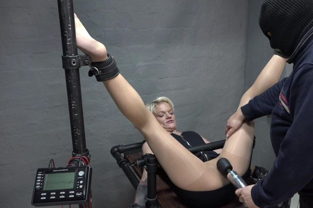 LolaDevil - tit and pussy torture