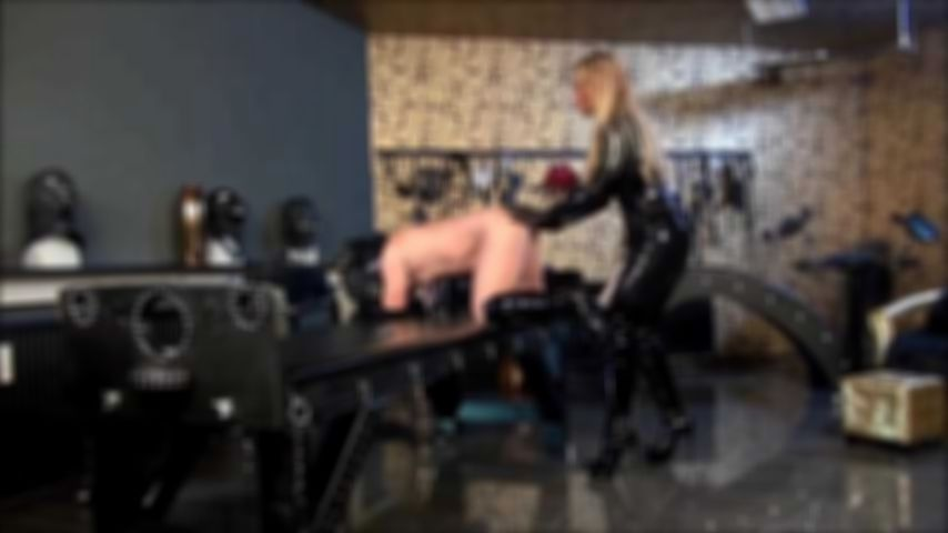 Anal- and Strap-On Session in Dungeon