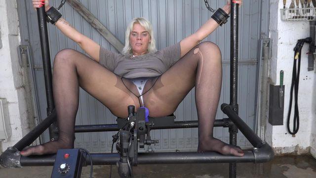 Lissy auf der Fickmaschine