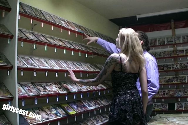 Lockvogel in der Videothek - Public Sex