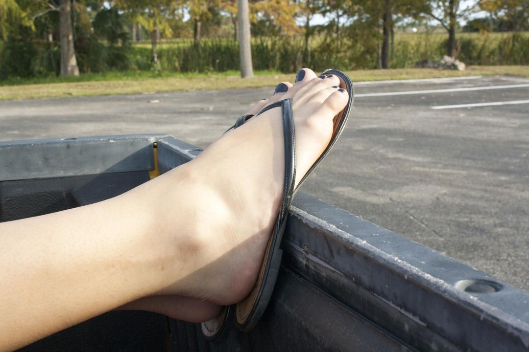 Amateur Annabel Harvey Masturbating Outside In A Strangers Pickup Truck