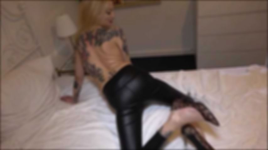 Mega horny sex date! Spray my wetlook leggings full!