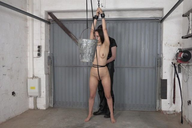 Aiyana - Water pussy torture