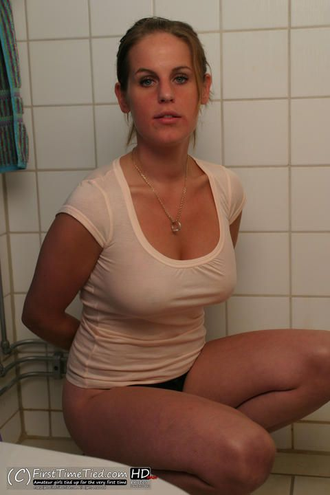 Elin handcuffed in the bathroom - 1