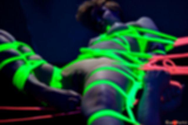 Neon yoko
