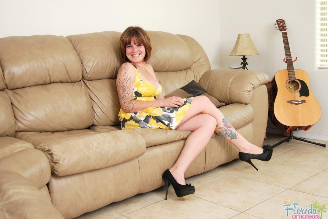 Amateur Milf Summer Stripping Out Of Her Summer Dress